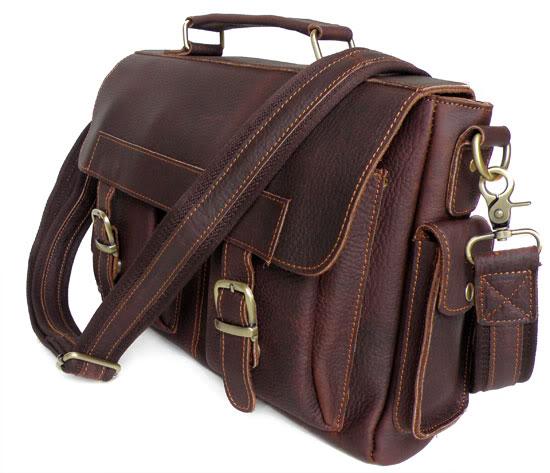 Современный портфель спряжками, карабинами, кнопками иручкодержателями